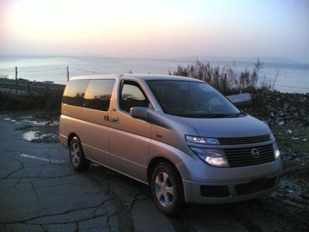 Nissan Elgrand 2003 - отзыв владельца