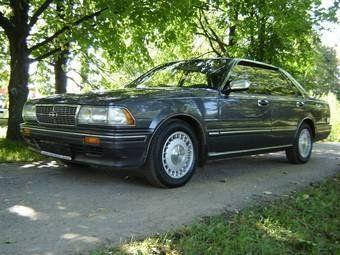 Nissan Gloria, 1987