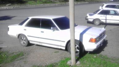 Nissan Gloria, 1986