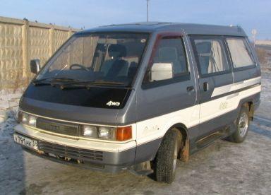 Nissan Largo, 1989