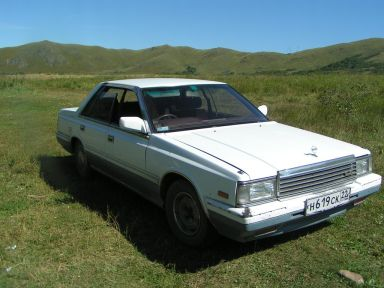 Nissan Laurel, 1986