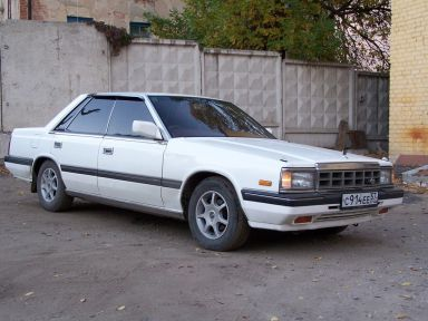 Nissan Laurel, 1985