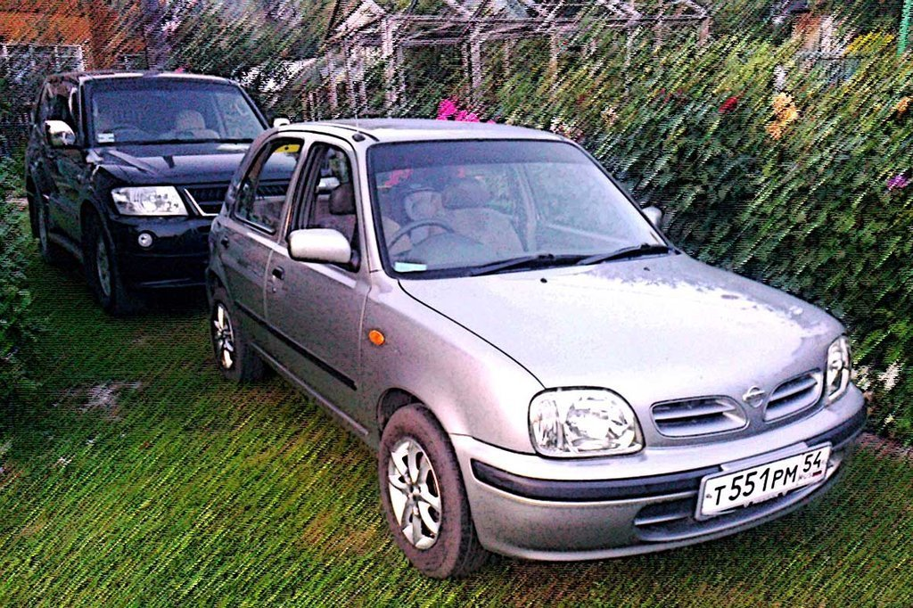 nissan march 2000 год