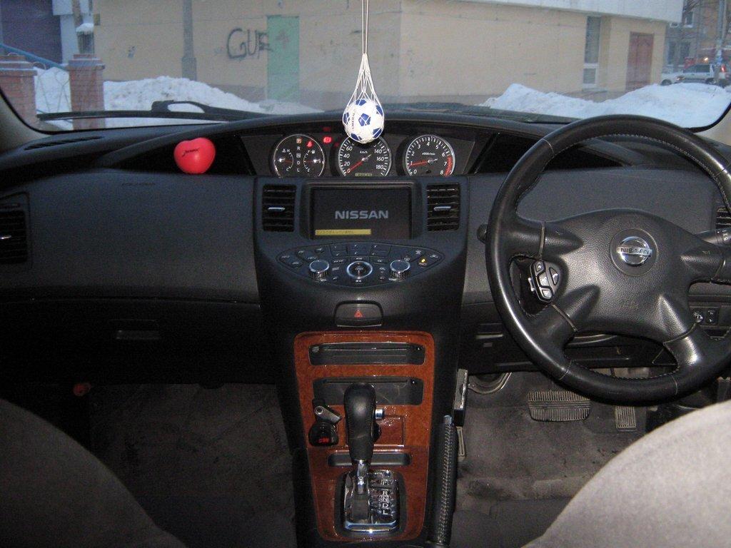 nissan primera p12 бьет руль