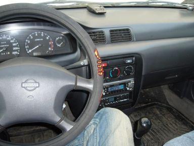 Nissan Sunny, 1996