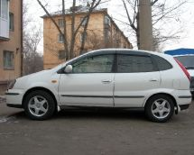 Nissan Tino, 2000