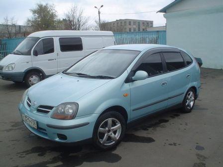 Nissan Tino 2001 - отзыв владельца