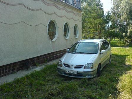 Nissan Tino 1999 - отзыв владельца