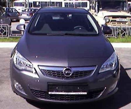 Opel Astra 2010 - отзыв владельца