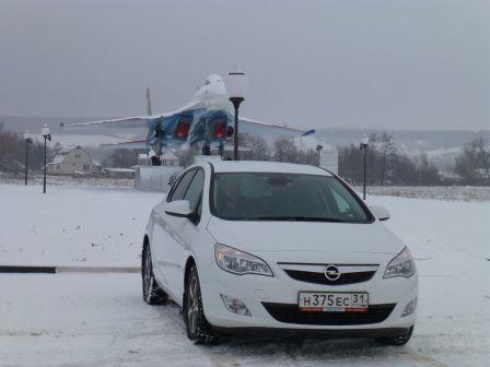 Opel Astra 2012 - отзыв владельца