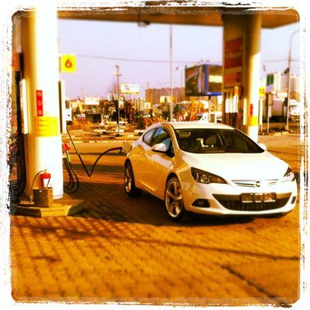 Opel Astra GTC 2013 - отзыв владельца