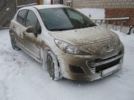 Peugeot 207 2010 - отзыв владельца