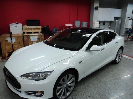 Tesla Model S 2013 - отзыв владельца