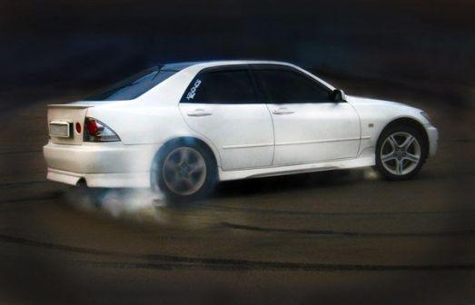 Toyota Altezza 1999 - отзыв владельца