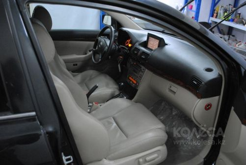Toyota Avensis 2003 - отзыв владельца