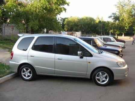Toyota Corolla Spacio 1999 - отзыв владельца