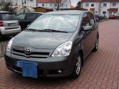 Toyota Corolla Verso, 2004