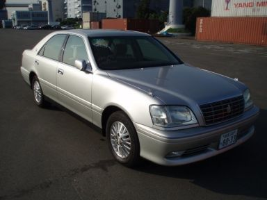 Toyota Crown, 2001