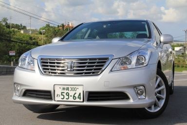 Toyota Crown, 2010