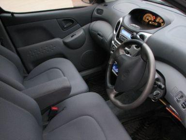 Toyota Funcargo, 2001