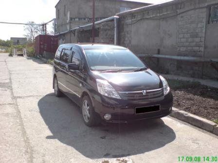 Toyota Isis 2005 - отзыв владельца