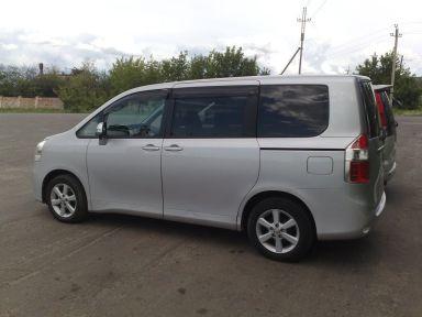 Toyota Noah 2008 отзыв автора | Дата публикации 17.11.2012.
