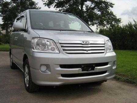 Toyota Noah 2002 - отзыв владельца