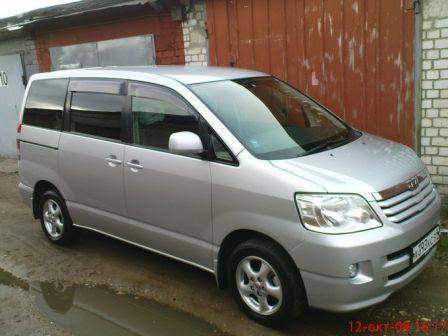 Toyota Noah 2001 - отзыв владельца