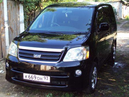 Toyota Noah 2004 - отзыв владельца