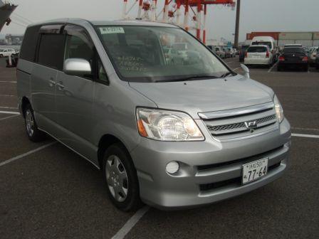 Toyota Noah 2006 - отзыв владельца