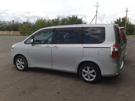 Toyota Noah 2008 - отзыв владельца