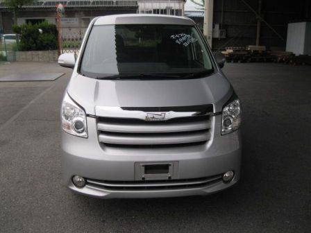 Toyota Noah 2009 - отзыв владельца