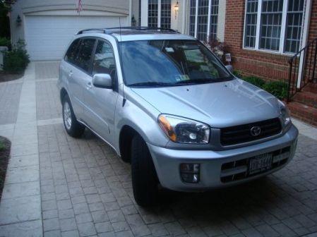 Toyota RAV4 2003 - отзыв владельца