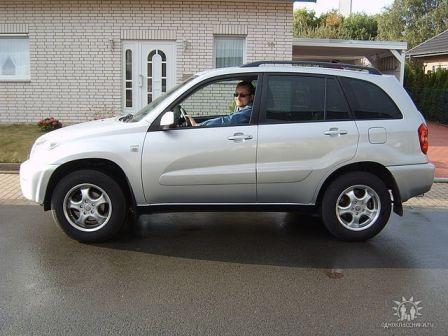 Toyota RAV4 2004 - отзыв владельца