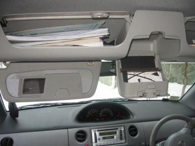 Toyota Sienta, 2003