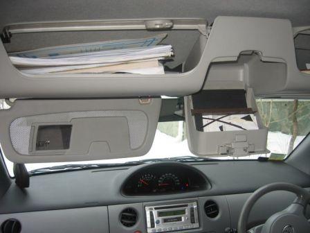 Toyota Sienta 2003 - отзыв владельца