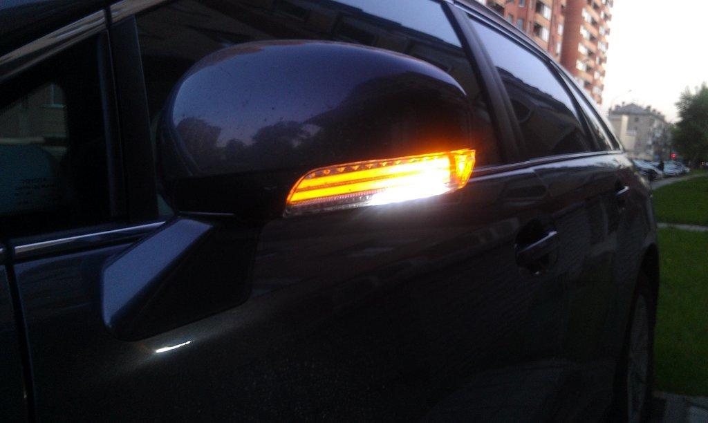 замена указателя поворота в зеркале Toyota Венза #8