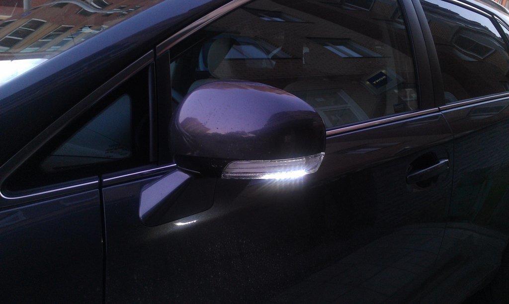 замена указателя поворота в зеркале Toyota Венза #6