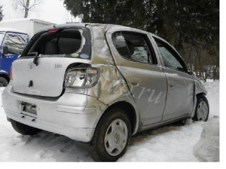 Toyota Vitz 2004 - отзыв владельца