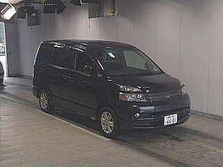 Toyota Voxy, 2004
