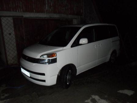 Toyota Voxy 2003 - отзыв владельца