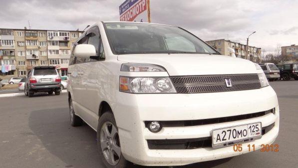 Toyota Voxy 2006 - отзыв владельца