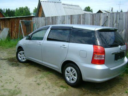 Toyota Wish 2004 - отзыв владельца