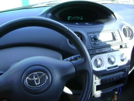 Toyota Yaris 2004 - отзыв владельца