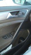 Дверь водителя. Напрягает, что кнопки блокировки задних дверей механические и на торцах дверей. В Ситро они блокировались вместе со стеклоподъемниками с водительской двери.