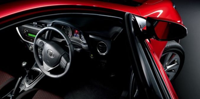 Toyota Auris 2013 - отзыв владельца