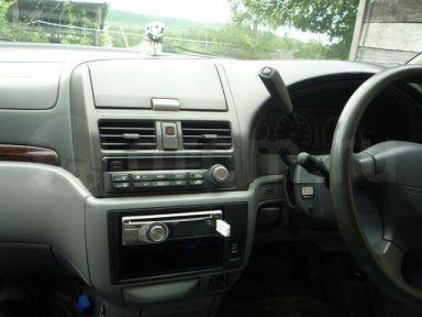 Nissan Presage, 1999