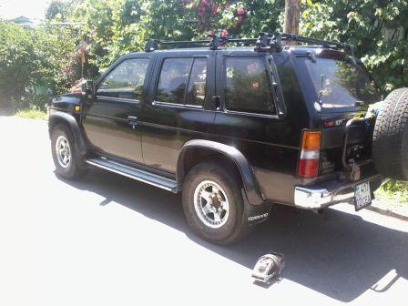 Nissan Terrano 1993 - отзыв владельца