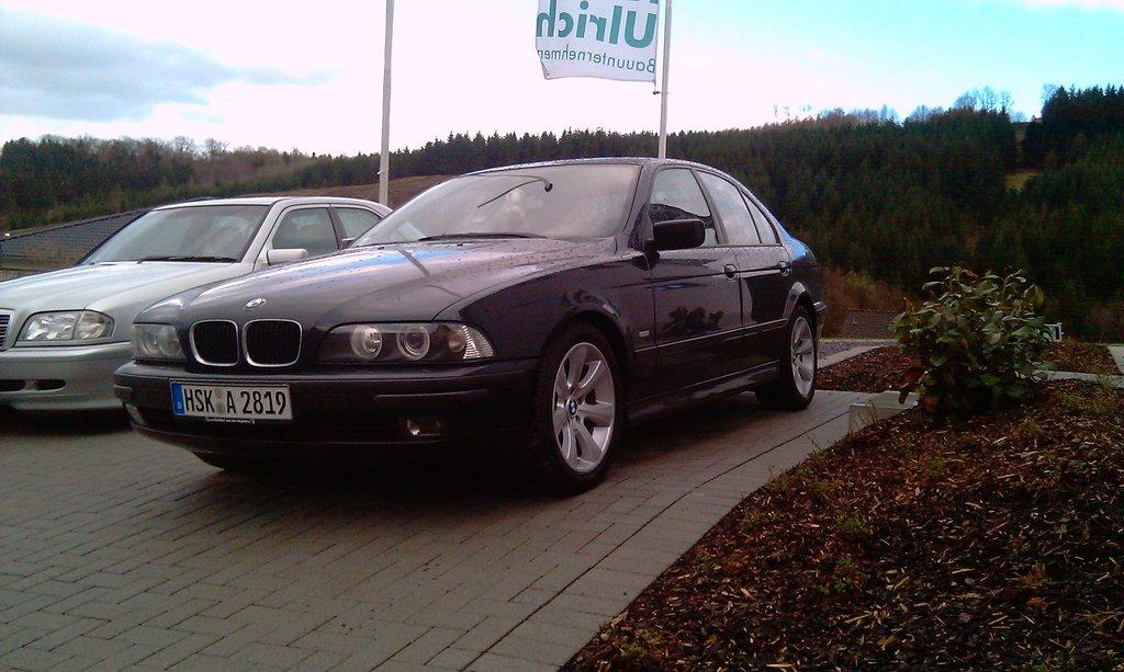 Моя первая BMW. Светлая ей память. Сдана по старости в утиль, но в тайне надеюсь, что колесит где-нибудь в Польше, а может на Руси.