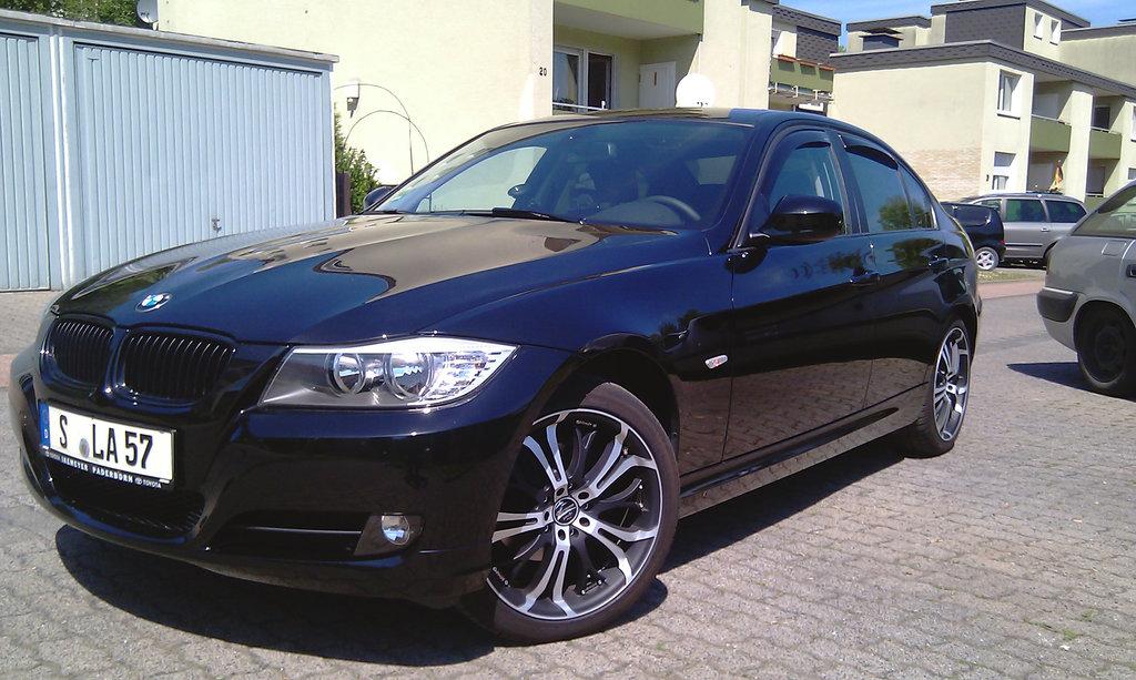 Моя вторая BMW, а теперь первая у моей жены. Матовые диски Barrakuda 19 очень ей к лицу, не находите?